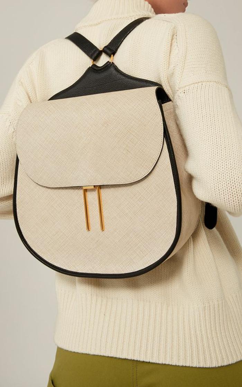 sac à dos femme cuir en noir et beige minimaliste en forme de ferre à cheval