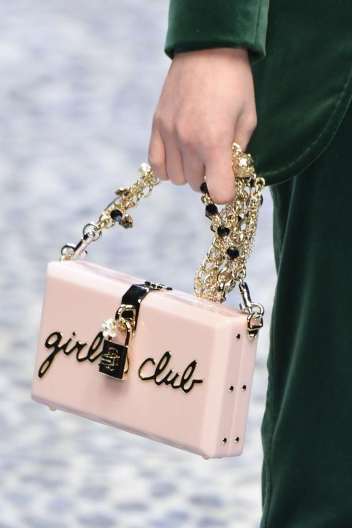 sac a dos vintage en rose bonbon avec bandoulière métal avec des perles synthétiques
