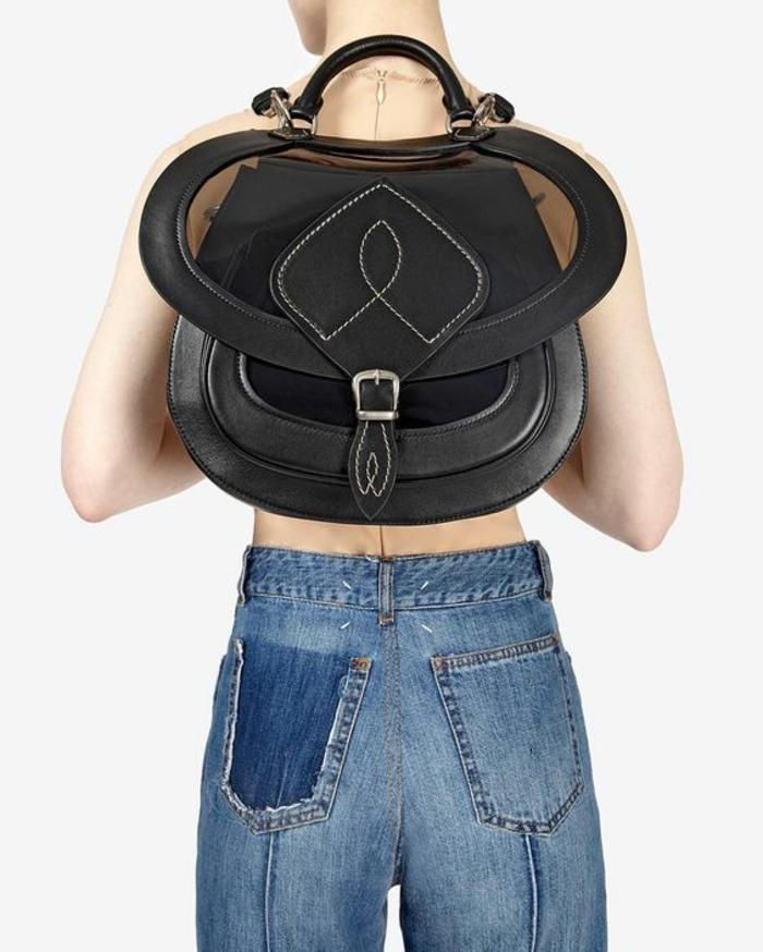 sac à dos femme tendance avec effet ailes et partie semi transparente noire sur la fermeture
