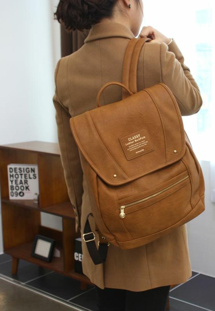 sac à dos femme tendance en cuir marron clair taille confortable Classy hadbag