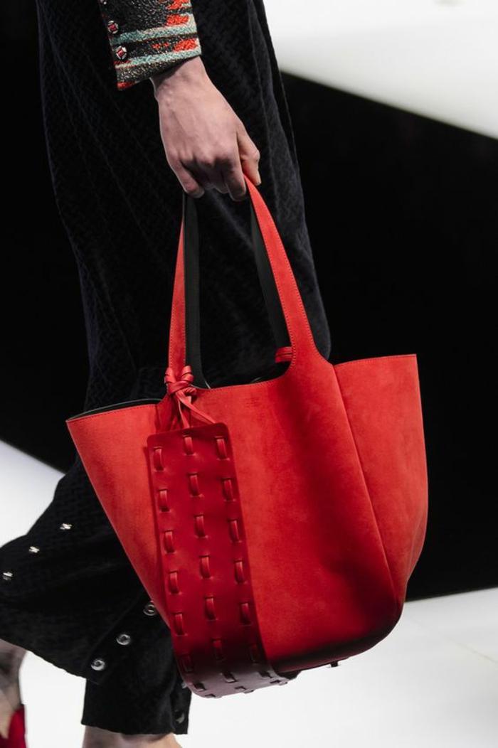 sac à dos femme cuir en rouge grande taille avec bande large pour les épaules