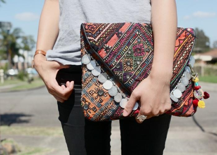 sac a main besace, sac enveloppe, décorations et broderies, forme enveloppe