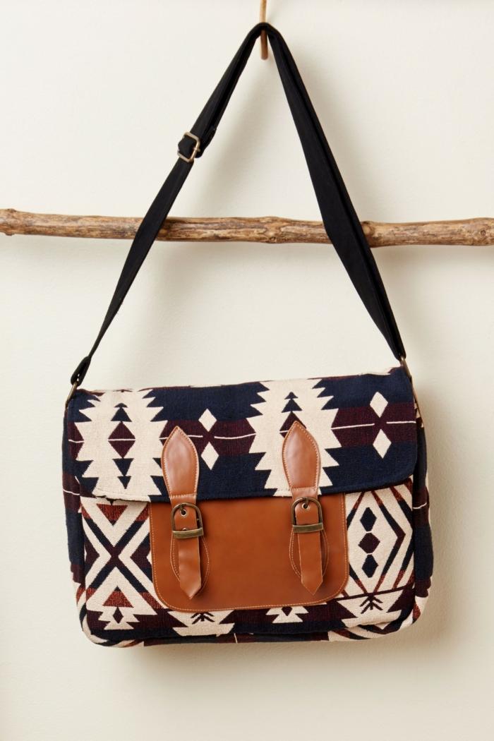 sac femme bandouliere, sac satchel, sac cartable en marron et noir avec motifs aztèqes