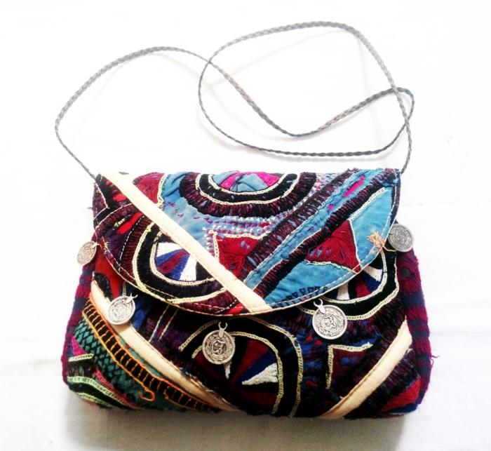 sac femme bandouliere, motifs ethniques, sac besace femme bariolé