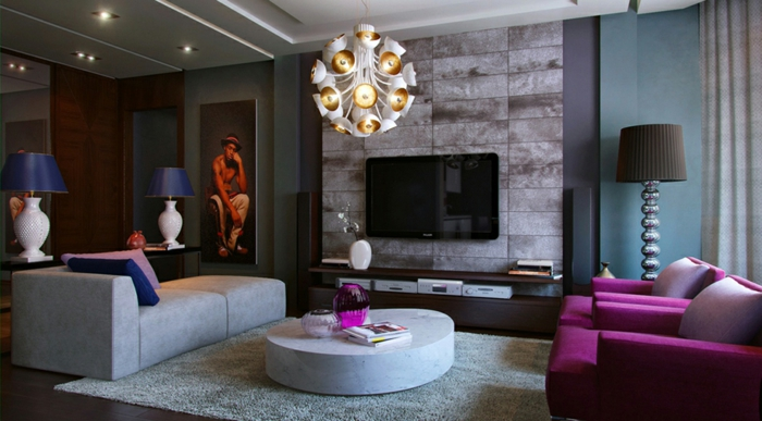salon cosy, tapis gris, table basse ronde, fauteuils lilas, lampe de sol, tv mural et sofa moderne