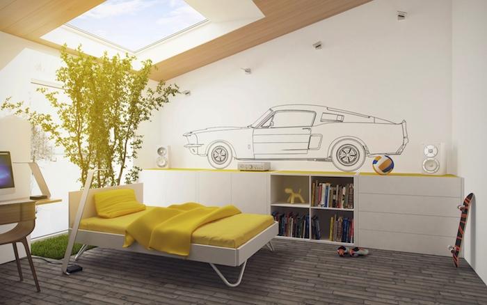 deco chambre ado, fenêtre de plafond en bois, végétation plante verte sur gazon artificielle, lit en blanc et jaune