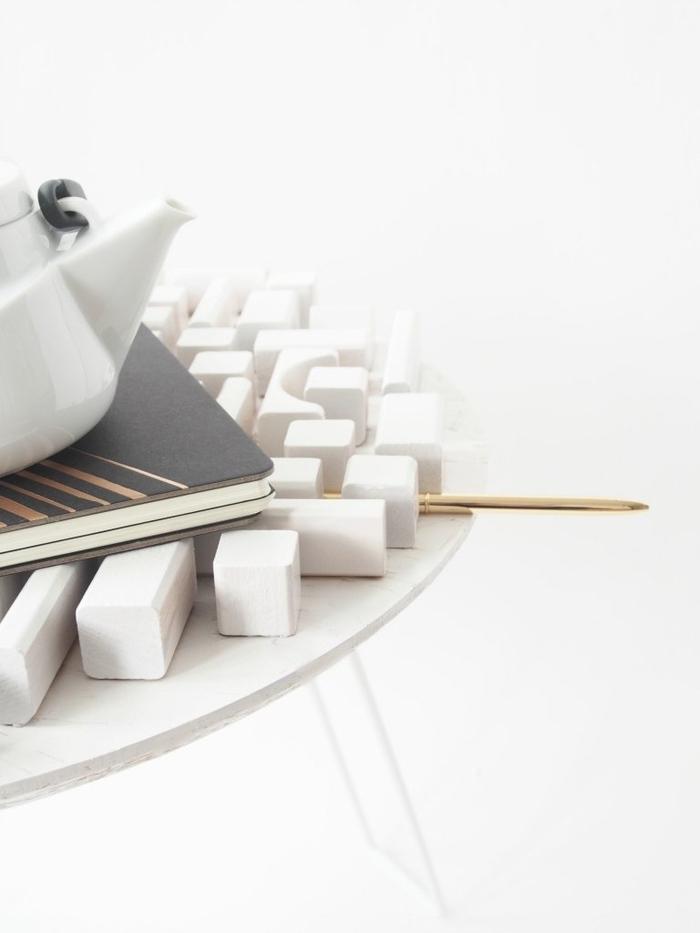 comment relooker un meuble à petits prix, une table basse ikea relookée grâce aux cubes de bois