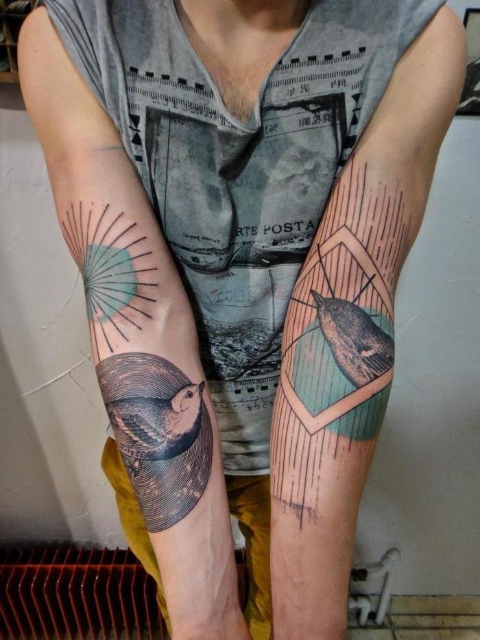 tatouages originaux représentant une forme géométrique associé à un motif animalier oiseau