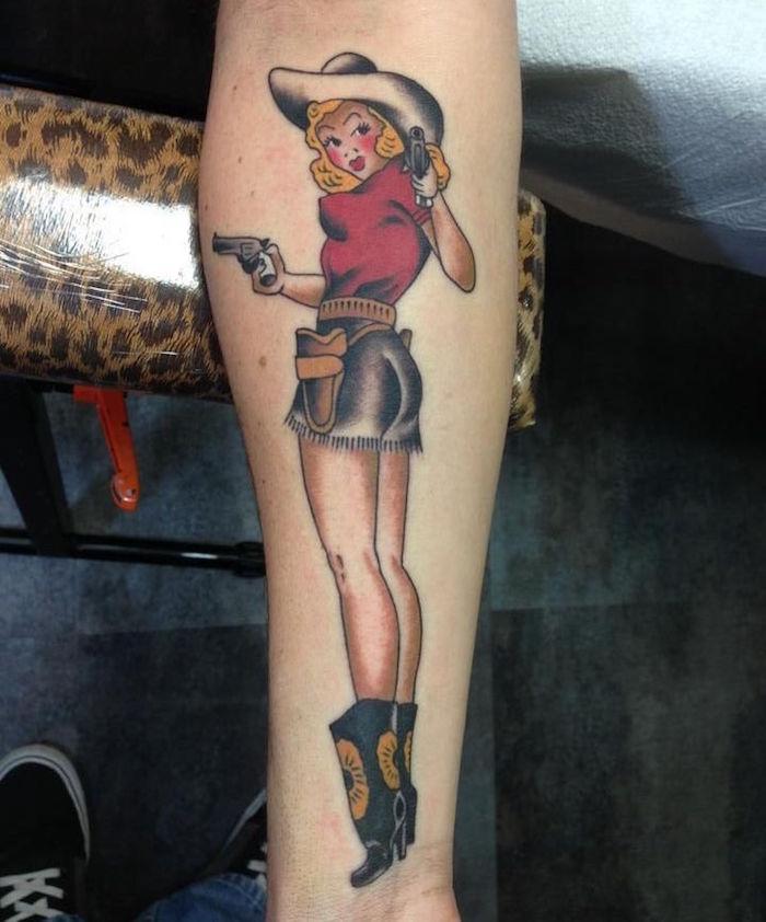 tatouage pinup cowboy pin up old school sur avant bras