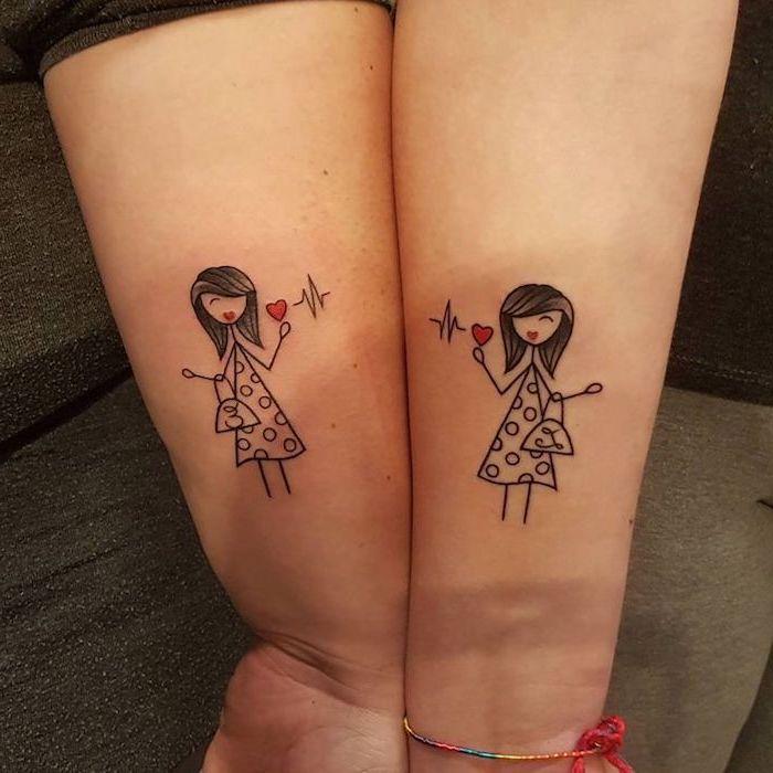 tatouage meilleure amie, dessin sur les bras à design femmes aux cheveux mi-longs et petits coeurs rouges