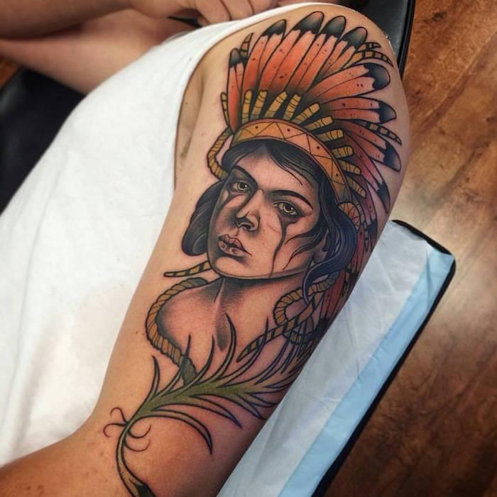 tatouage indien d amérique, art corporel sur le bras, tattoo à design tête de femme aux maquillage et coiffure indiens