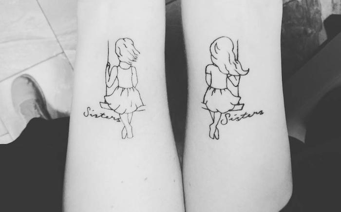 symbole de l amitié, tatouage sur les mains avec dessins petites filles aux cheveux longs sur balançoires, tatouage âme soeur sur les mains