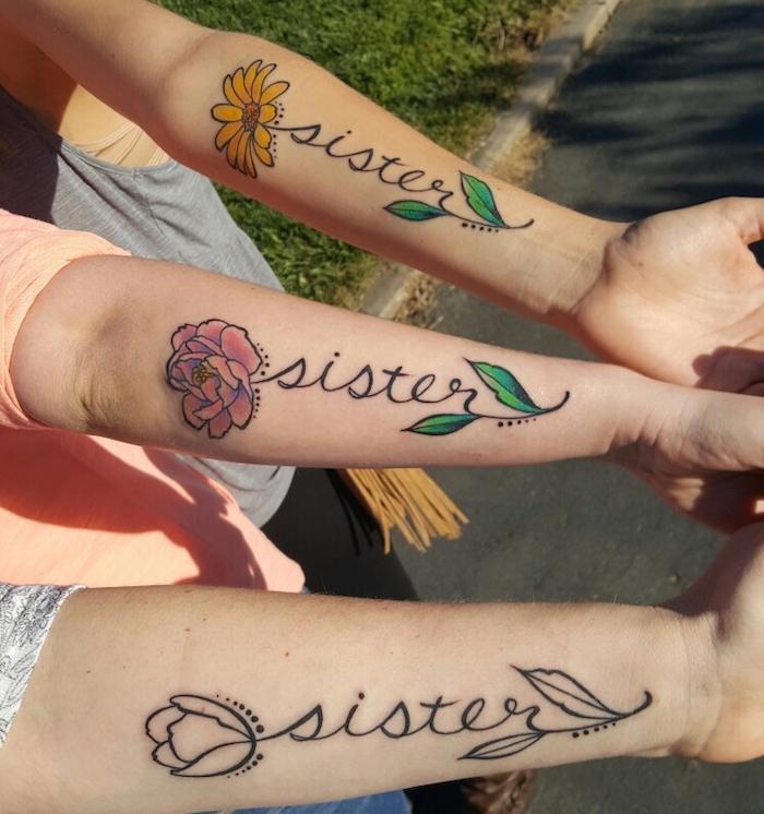 femme tatoué, comment choisir son tatouage âme soeur, dessin sur peau en couleurs à design amitié