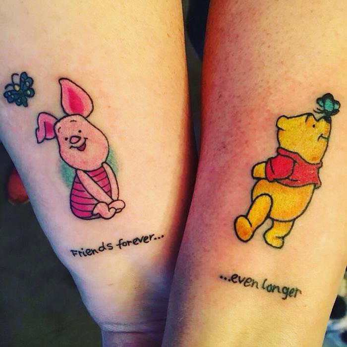 tatouage amitié, art corporel d'inspiration animé, dessin en couleurs sur les mains avec Winnie ourson et Porcinet