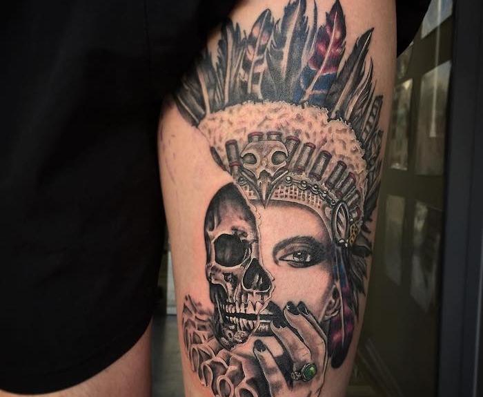 idée tatouage, dessin en encre sur jambe, modèle de tatouage au visage semi-feminine et crâne