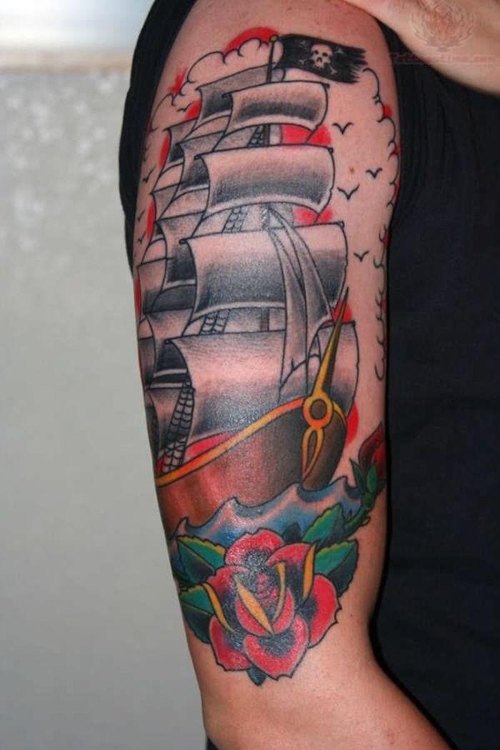 tatouage bateau pirate old school rose traditionnel bras
