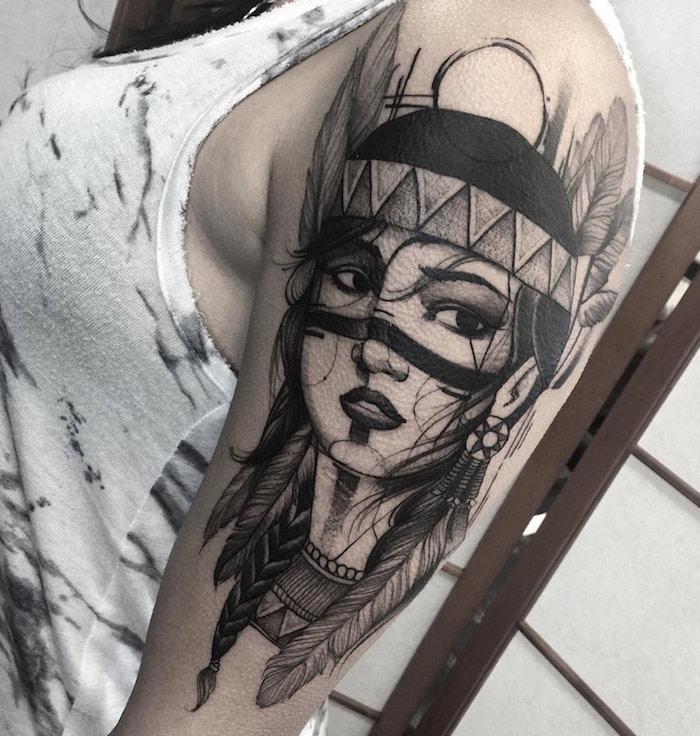 tatouage pour femme à design jeune fille guerrière avec plumes dans les cheveux, dessin femme au maquillage indien