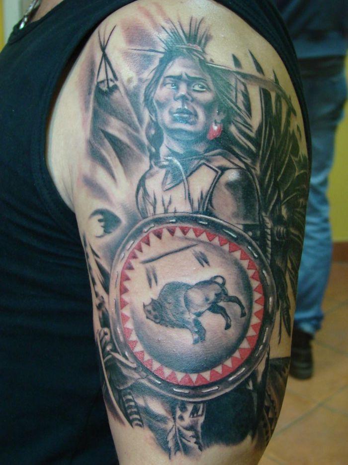 motif amérindien, tatouage sur le bras et l'épaule pour homme, tatouage en noir et rouge
