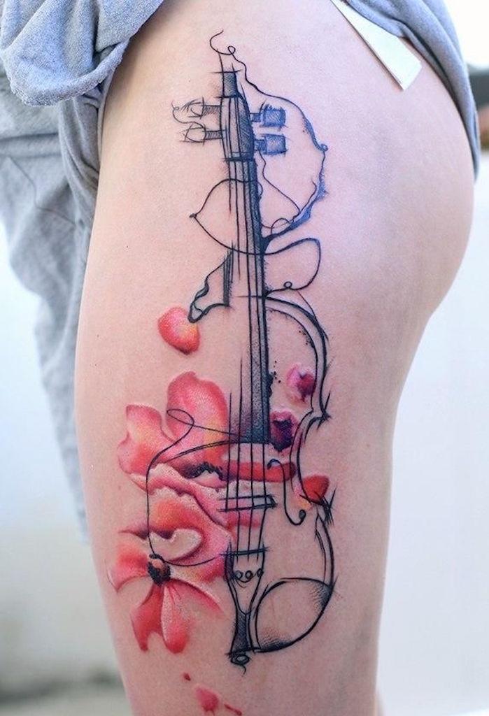 modele tatouage de cuisse femme violon