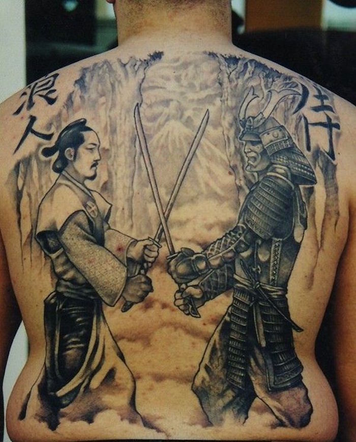tattoo masque samourai tatouage japonais dos entier duel de guerrier japon