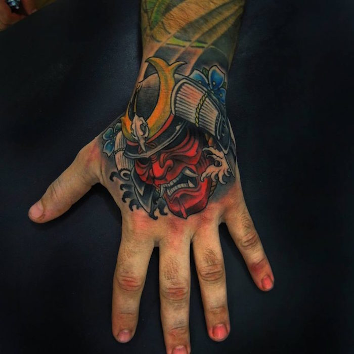 tatouage samurai sur la main demon hannya