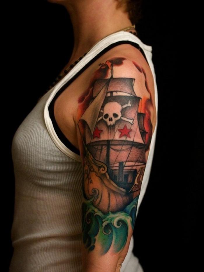 tatouage pirate tattoo bateau sur bras de femme