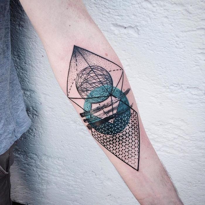 un tatouage pointillé original et futuriste qui mise sur l'aspect harmonieux des formes géométriques