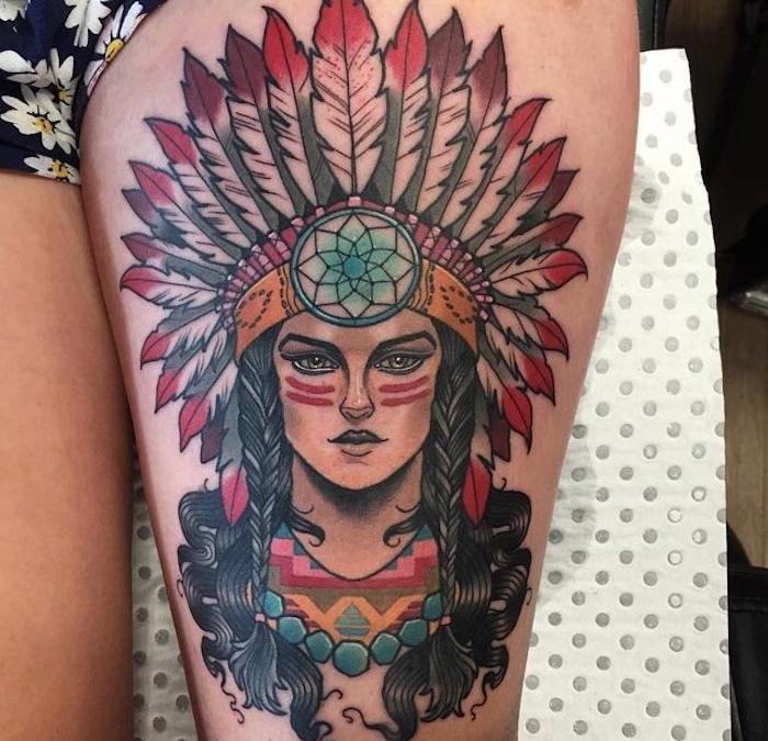 tatouage symbolique pour femme, dessin en couleurs à motifs indiens, tatouage femme au maquillage indien avec couronne en plumes