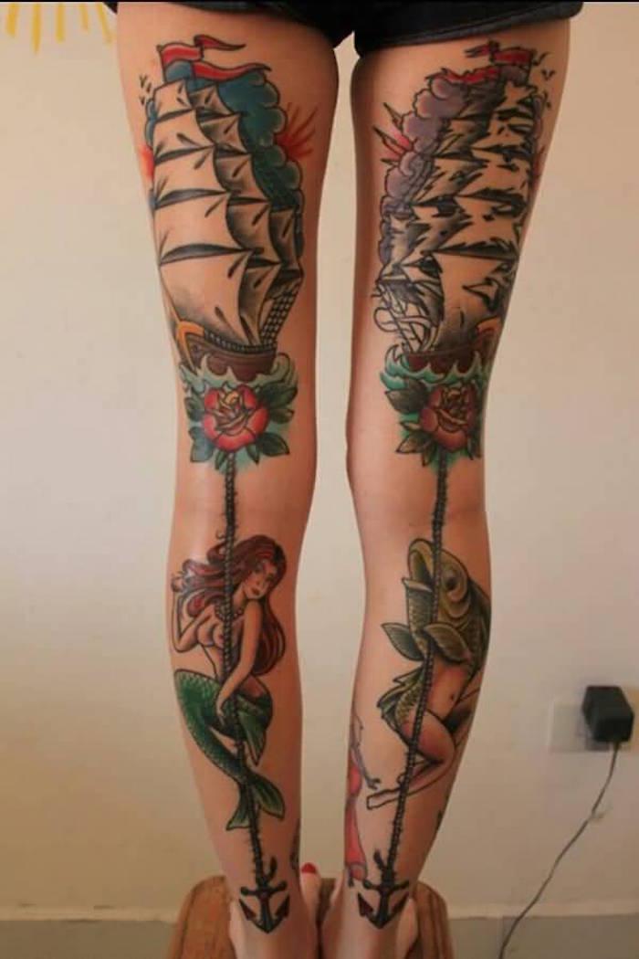 tatouages jambes femme derriere la cuisse bateaux navires pirates sirenes