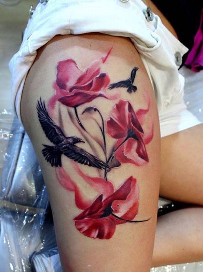 tatouages cuisses roses et oiseau et tattoo jambe