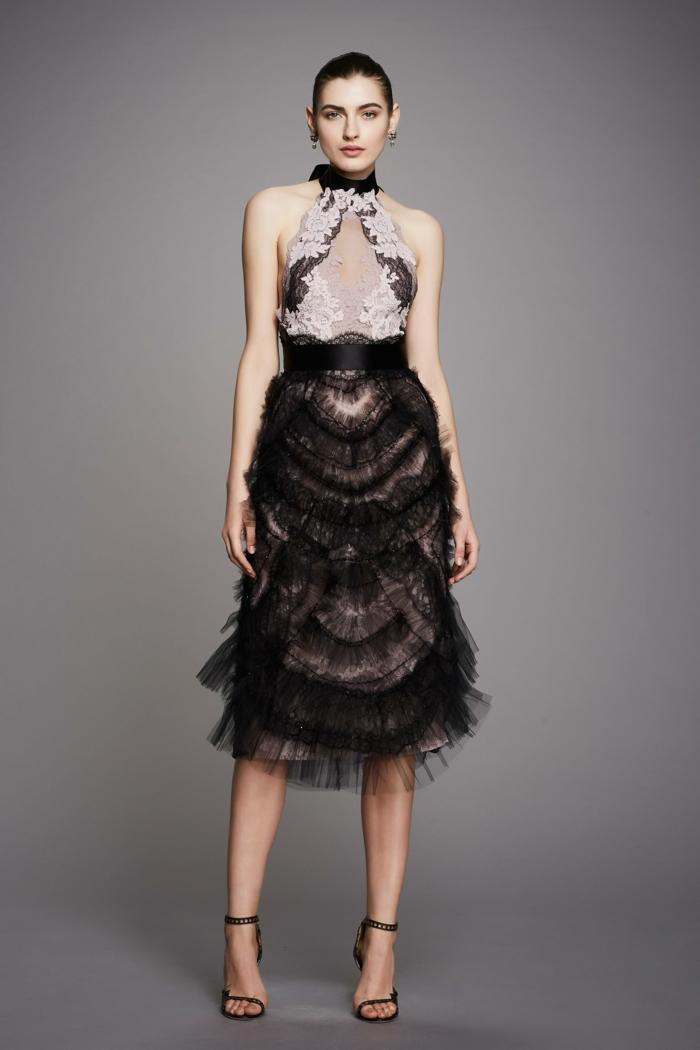 robe de cérémonie femme en noir et en dentelle blanche autour du décolleté jupe en tulle noir avec taille haute