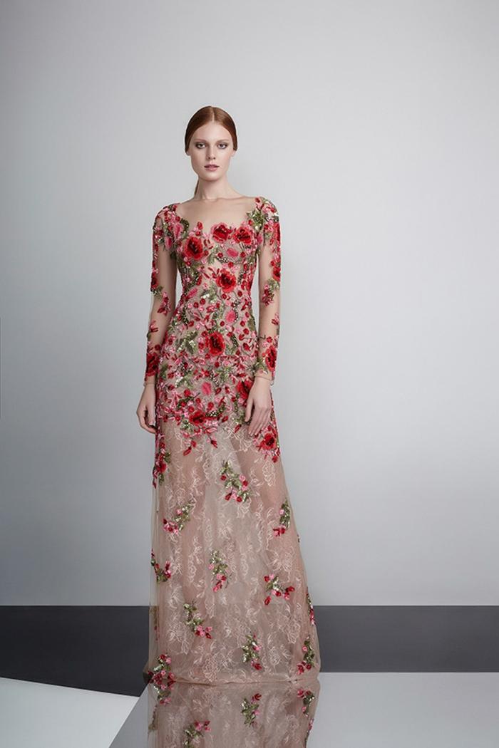 tenue de mariage robe de cérémonie femme avec des gleurs rouges roses broderie et effet semi transparent sur la jupe