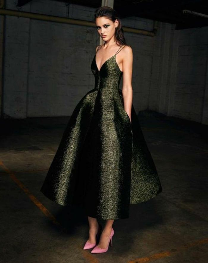 robe soirée en tissu vert irisé longueur aux mollets style très féminin