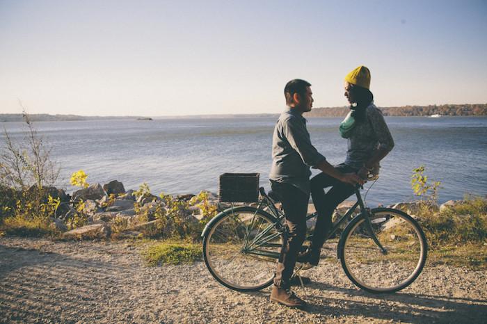une idée de randonnée en bicyclette au bord d un lac qui finit par une demande en mariage originale