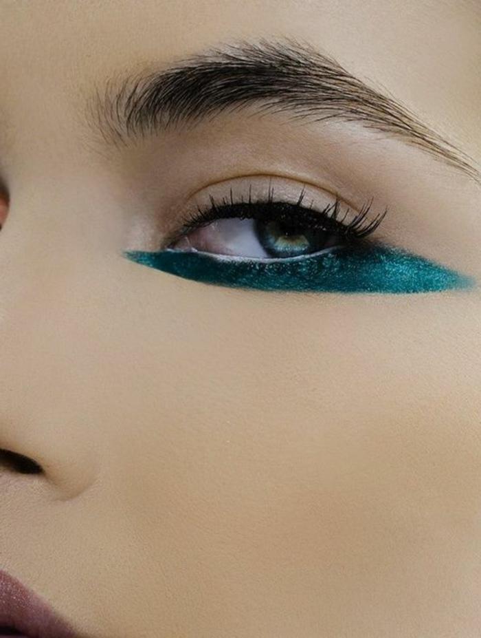 comment se maquiller astuce maquillage yeux verts avec ombre a paupière verte sous la paupière inférieure