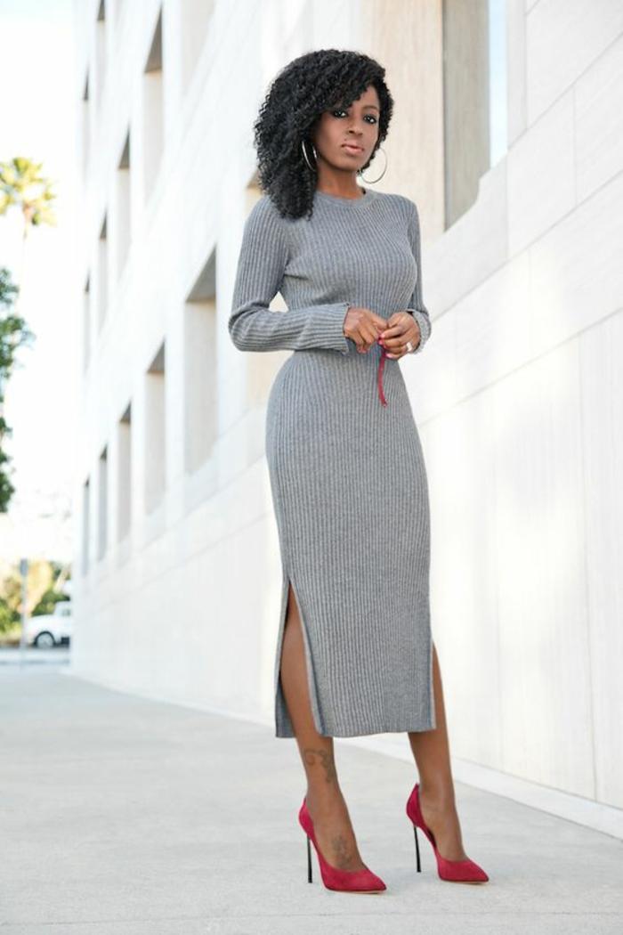 robe longue moulante pour le quotidien en gris avec deux fentes profondes latérales col rond et manches longues facile à combiner avec les accessoires colorés