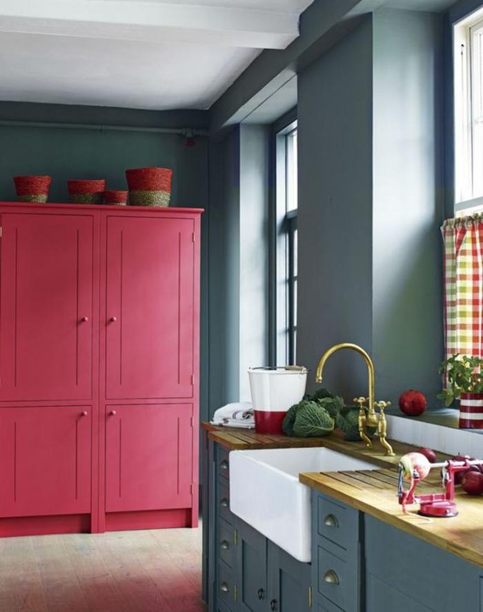 peinture pour meuble de cuisine grise peinture gris perle sur tous les murs et grande armoire en rose flamboyant