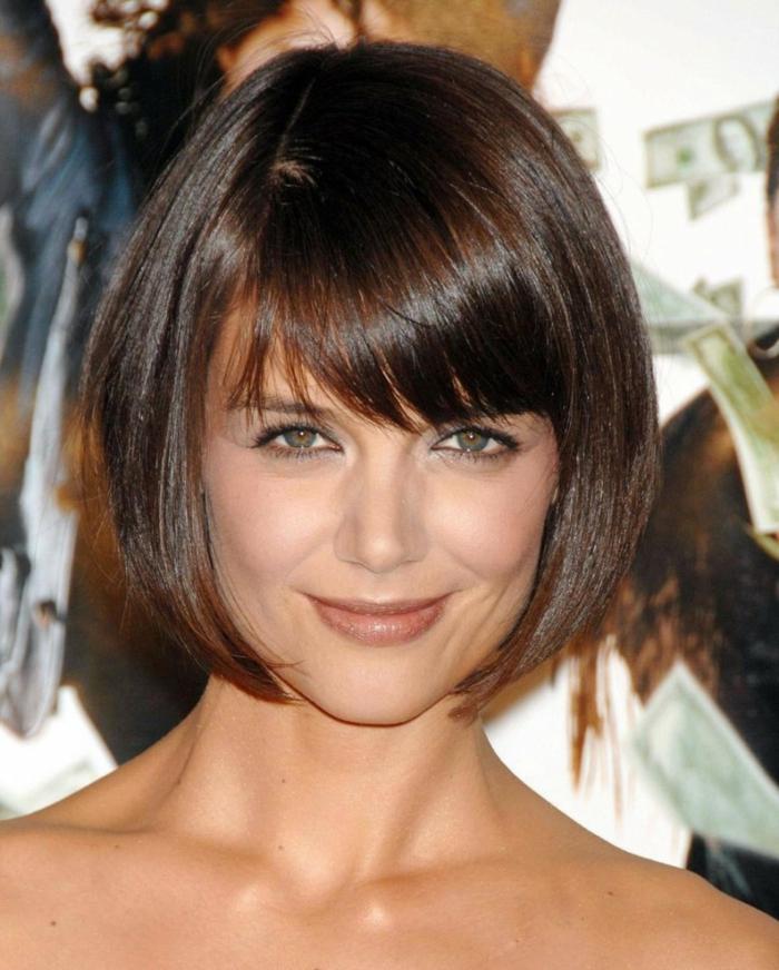 acajou cheveux, Katie Holmes, brunettes avec un maquillage de tous les jours