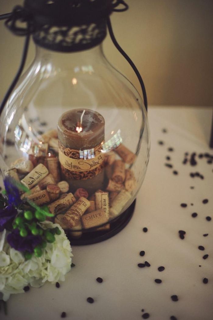 Déco table mariage bougie bouchons de liège decoratives cool idée comment décorer la table avec bouchons bougie et fleurs