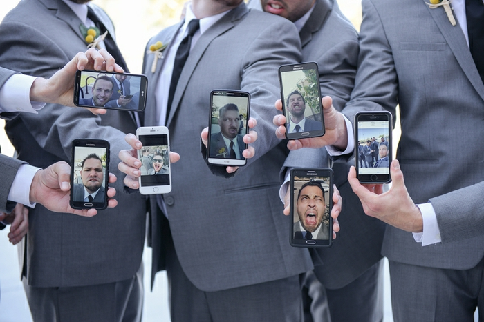 Originale photo de groupe avec selfies de toute la groupe mariage original