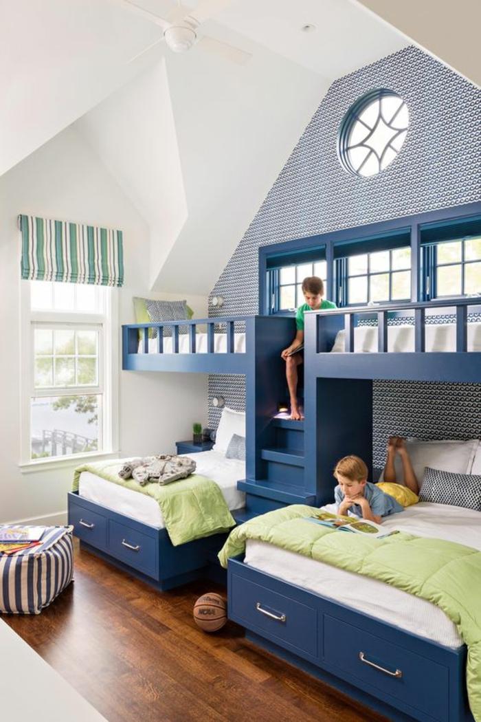 aménager une chambre de 10m2 en bleu canard en deux niveaux, chambre avec architecture originale, sol au revêtement en bois PVC