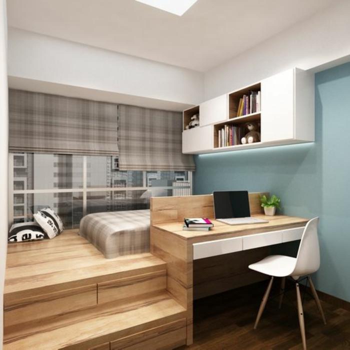 décoration chambre adulte avec lit sur plateforme en bois clair, murs en bleu pastel, matelas du lit aux carreaux beiges et blancs, rideaux sur les fenêtres avec des carreaux beiges et blancs
