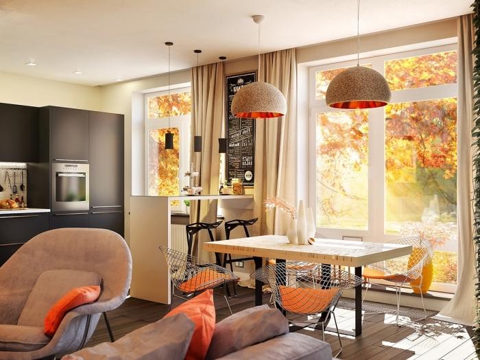 modele de cuisine, équipement de cuisine noir et moderne, petit ilot en bois peint en blanc avec chaises de bar noires