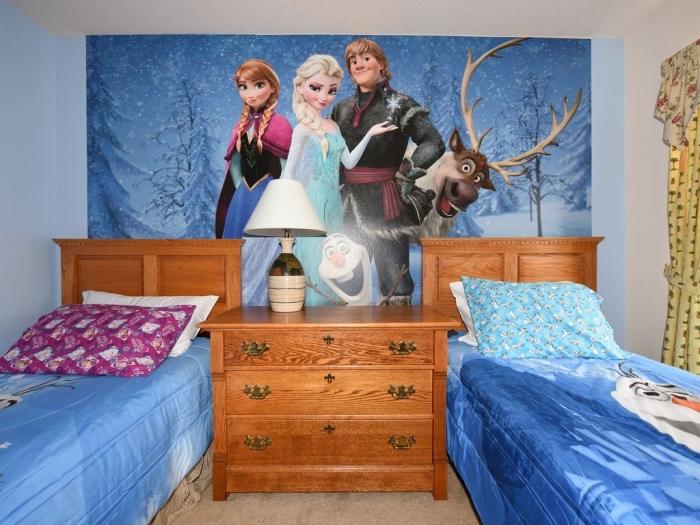 it reine des neiges, comment aménager chambre enfant à motifs Frozen, stickers autocollant mural Frozen