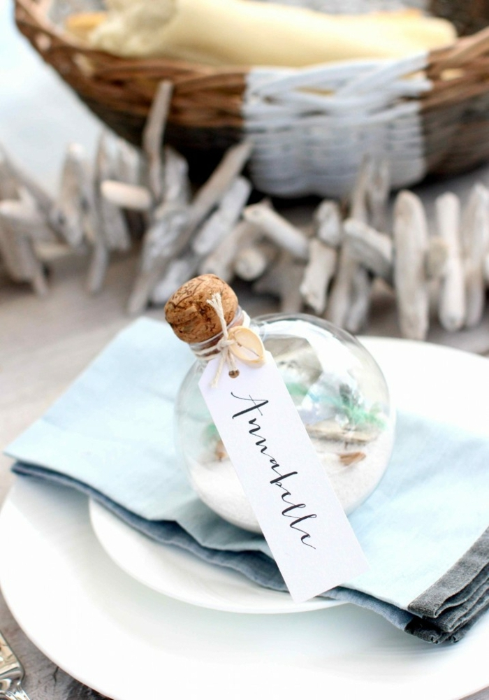 Que faire avec des bouchons en liège bouchon de vin cool déco de table boule pleine de sel qui represente la neige
