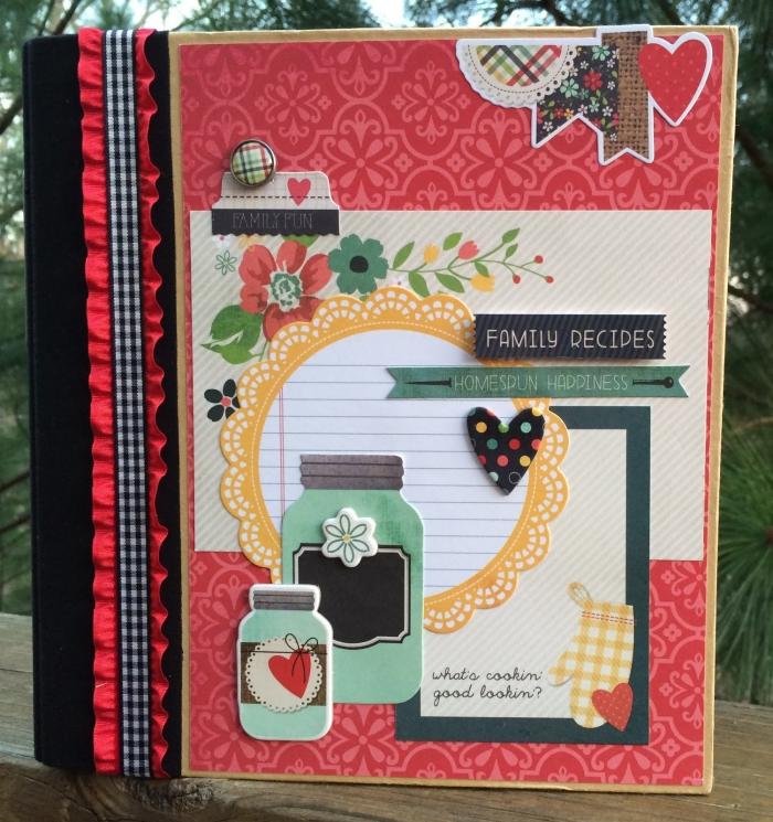 exemple scrapbooking, livre avec recettes de cuisine aux pages en papier recyclé et couverture rouge et noir