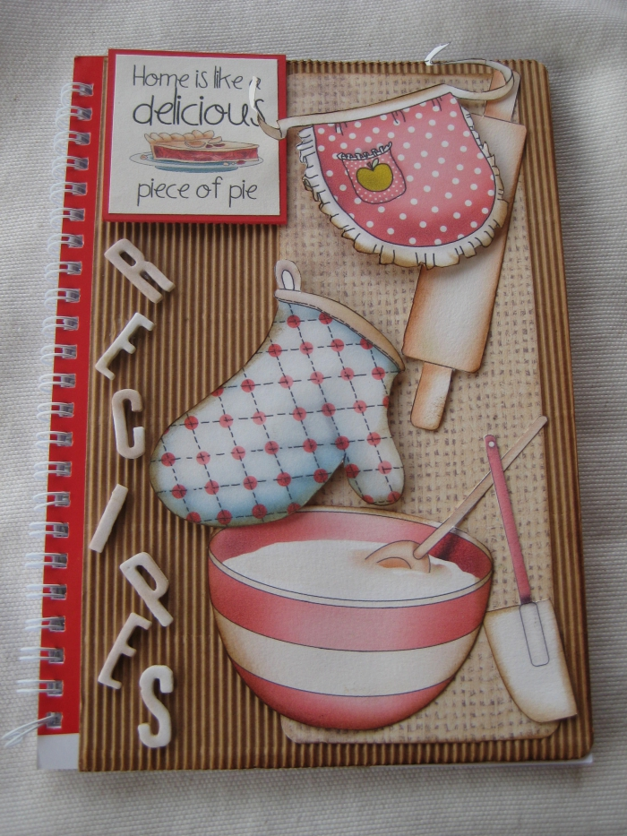 art du papier, comment réaliser un livre avec recettes de cuisine, embellissement couverture scrapbooking à design culinaire