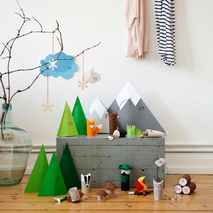 calendrier de l'avant à faire soi-même, carton coloré et plié pour créer des arbres de Noel