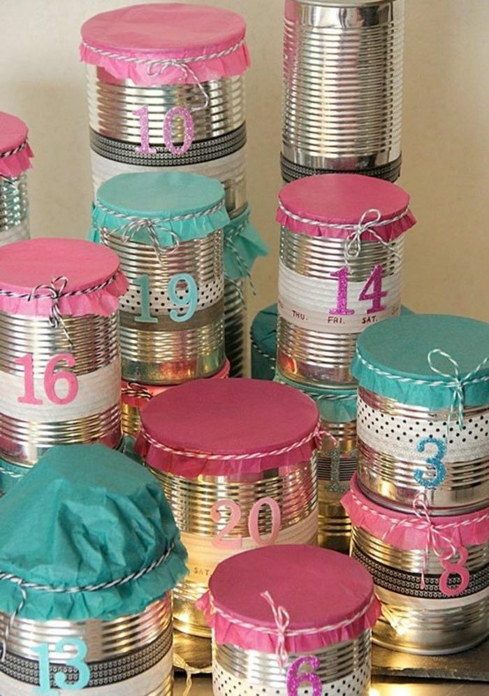 calendrier de l'avant à faire soi-même, boites de conserves avec des couvercles en textile coloré