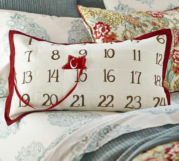 calendrier de l'avant à fabriquer, un cussin original avec calendrier de Noel